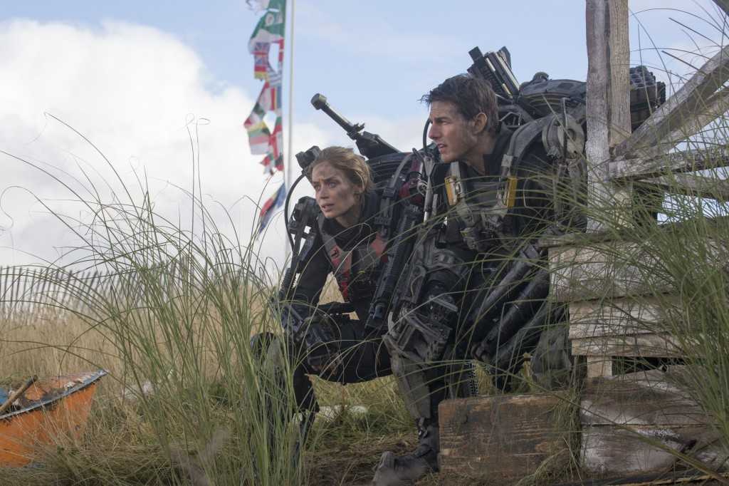 Edge-Of-Tomorrow-Cruise-and-Blunt-in-action-Photo-Copyright-Warner-Bros-Entertainment-Inc-David-James-Doug-Liman-Interview-by-Creative-Mapping