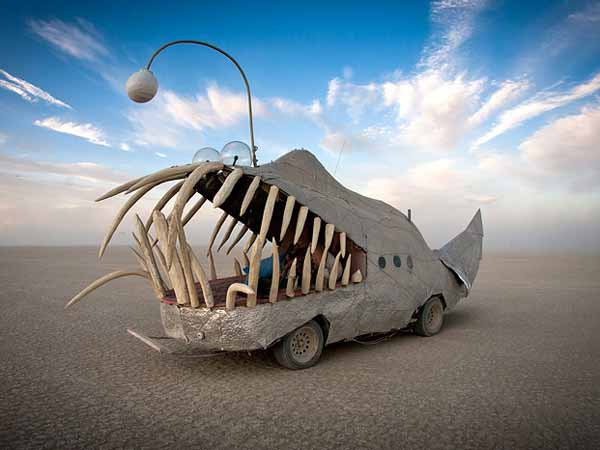 burning-man-cars-source-http-www.popularmechanics.com-a-Creative-Mapping-review