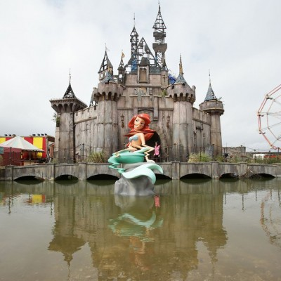 Dismaland-Banksy-CreativeMapping-Photo by Christopher Jobson for Colossal