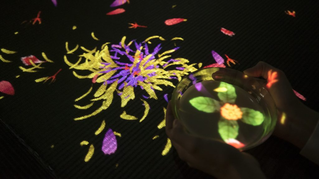 Espace EN TEA_teamLab_M&O Flowers Bloom in an Infinite Universe inside a Teacup_03