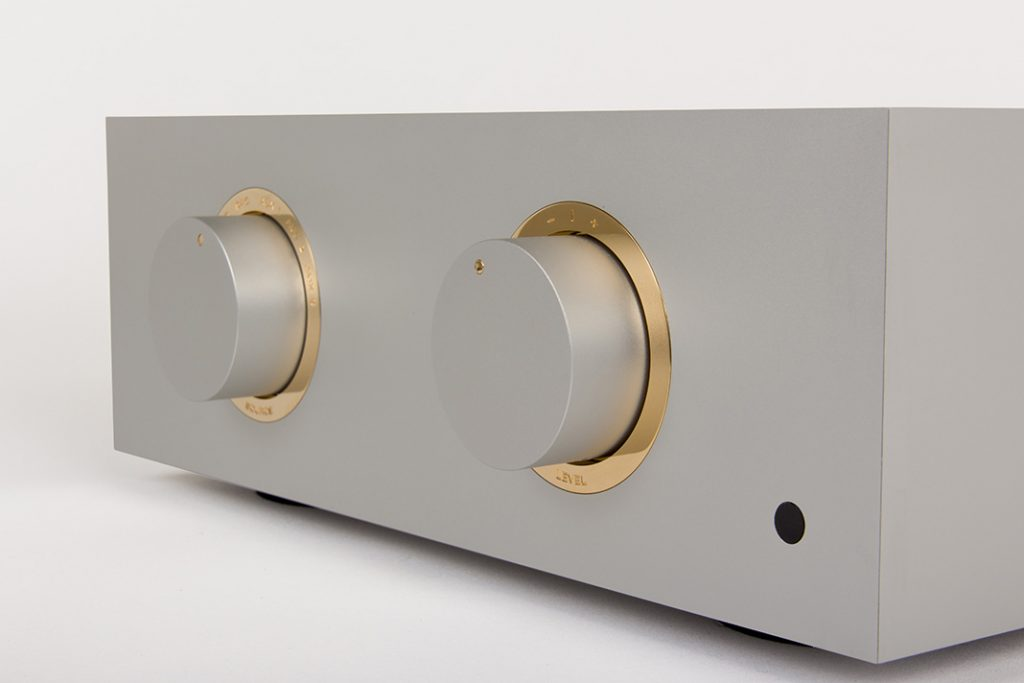 Focus SB - Bespoke-Audio-4_silv-gold - Copyright The Bespoke Audio Company
